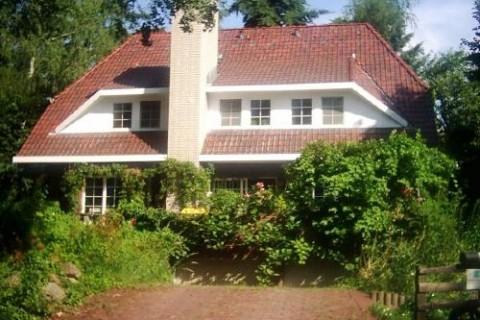 BERLINER Landhausvilla-FeWo im OG
