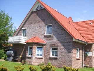 Ferienhaus Nr. 19 mit 3 Fewos, Ferienhäuser und Ferienwohnungen an der Nordsee in Krummhörn