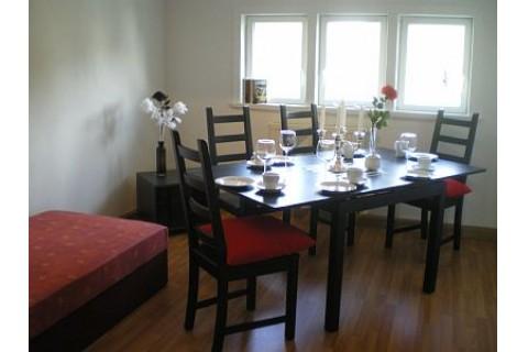Wo3, Wohnbereich mit TV Zugang zur Küche und 2 zusätzlichen Schlafliegen