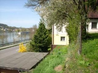 Blick auf Haus, Garten und Dreiflüsseeck, Ferienhaus 'Mensch sein ist alles' in Passau