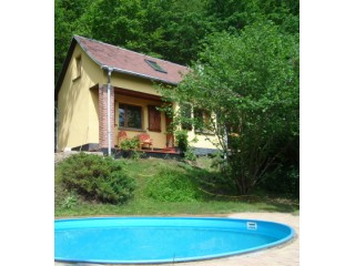 Hausansicht & Pool, Ferienhaus Obermühle Teichröda in Remda-Teichel