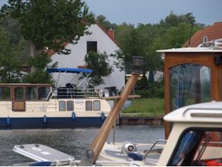 vom Hafen, Ferienhaus SchwalbenNest in Rechlin