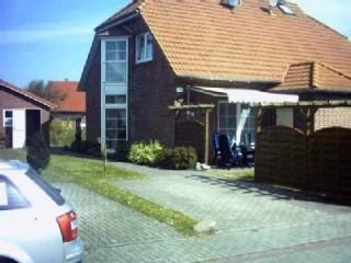 Ansicht Westseite mit Südterrasse, Ferienhaus Wattkieker in Dornum, Ostfriesland