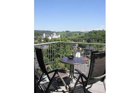 Panoramablick zu Schloss und Kirche