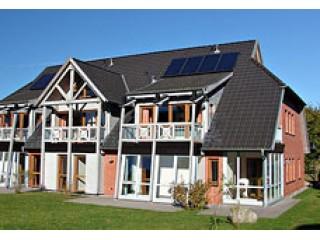 """Das Haus mit der Ferienwohnung, Ferienwohnung  """"Haus am See""""  Sellin / OT Seedorf in Neuensien"""