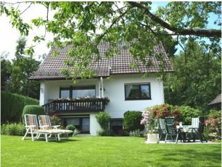 Hausansicht & Garten, Ferienwohnung A. & M. Czolbe | Nümbrecht in Nümbrecht