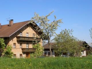 Hofansicht, Ferienwohnung bei Rosenheim & München | Gschwingerhof in Riedering bei Rosenheim
