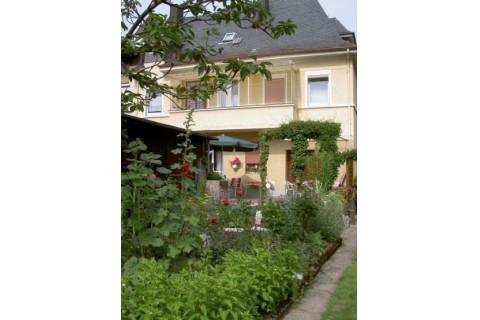 Hausansicht & Garten