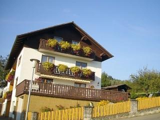 Unser Haus im Sommer, Ferienwohnung Gerlinde Lohberger | Arrach in Arrach, Bayerischer Wald