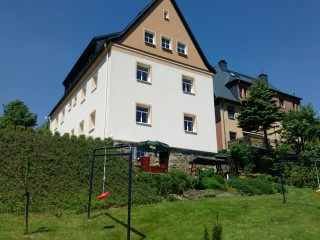 Unser Haus Gartenansicht, Ferienwohnung & Gästewohnung Spitzer in Kurort Oberwiesenthal
