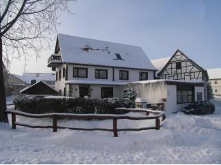 Haus im Winterkleid, Ferienwohnung und Monteurzimmer Weimar/Großobringen in Großobringen bei Weimar