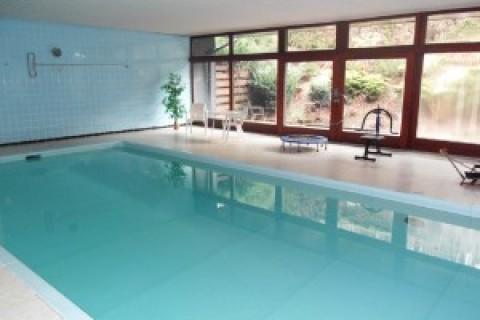 Schwimmbad mit 28 Grad