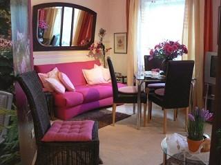 Wohnbereich Beispiel, Gästeappartements - Maria Salzmann in Wiesbaden