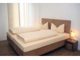Gasthaus zum Lamm -  Nichtraucher-Gästezimmer mit Dusche/WC und variablen Doppel- oder Einzelbetten in Blaubeuren