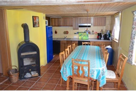 Küchen-, Essbereich mit 12 Personen Ess-Platz