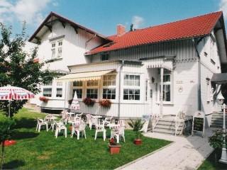 Hausansicht, Hotel-Pension und Café