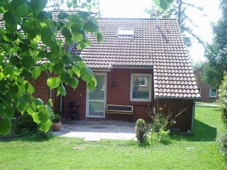 Eingang mit Terrasse und Rasenflächen, Idyllisches Ferienhaus Boltenhagen an der Ostsee in Ostseebad Boltenhagen