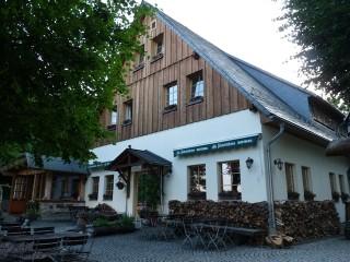 Hausansicht Terrasseneingang, KOITSCHE Bergrestaurant & Pension in Bertsdorf-Hörnitz