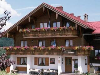 Hausansicht, Land- und Gästehaus Schwarz in Langenwang OT Fischen im Allgäu