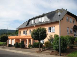 Vorderansicht Landhaus Goeres, Landhaus Goeres | Ferienwohnungen | Weingut in Briedel