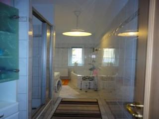 Bad mit Dusche, Badewanne und WC, Lauri's Gäste- u. Monteurzimmer in Bad Freienwalde (Oder)