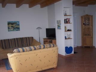 Großzügiger Wohnraum mit gemütlicher Sitzgruppe, Lust auf Haus am See in Sternberg, Mecklenburg