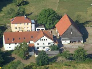 im vorderen Haus befinden sich die Ferienwohnungen, Pension Altenburg in Felsberg, Hessen