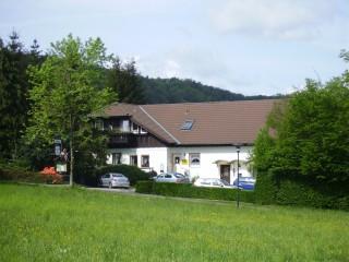 Die Pension u. FeWo *** liegen idyllisch am Waldrand, Pension Harzresidenz in Thale/ OT Altenbrak