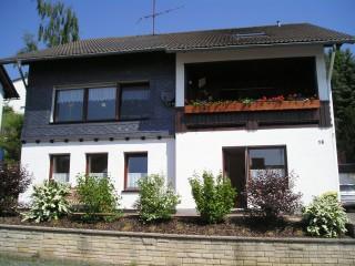 Südansicht des Ferienhauses, Via Montis in Medebach-Düdinghausen