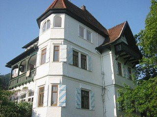 Villa Himmelsblau - im obersten Stock ist die Ferienwohnung, Villa Himmelsblau | romantische wunderschöne Wohnung in Villa in Bad Herrenalb